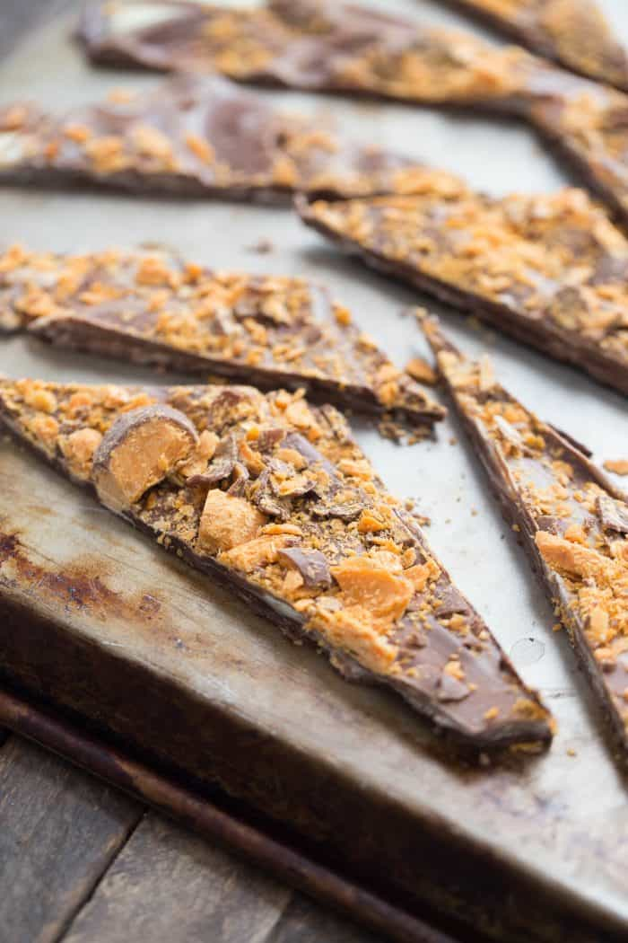 Love Butterfingers? This easy chocolate candy bark is a treat you have to recreat at home!