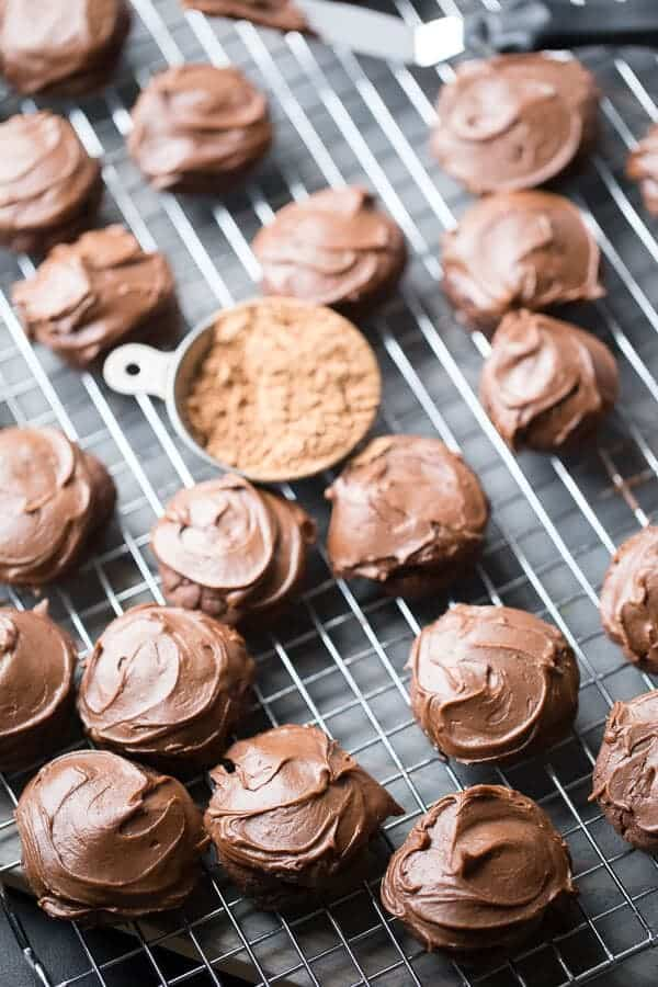 Chocolate mocha cookie recipe with thick chocolate cookies and decadent chocolate frosting! lemonsforlulu.com