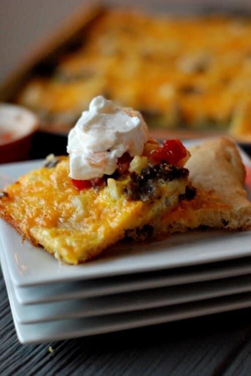 Simple sausage and potato breakfast pizza! www.lemonsforlulu.com
