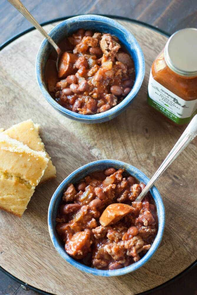 This Creole Chili Recipe is choc full of ground turkey, andouille sausage, beans and veggies. Of course it comes with a little kick! www.lemonsforlulu.com