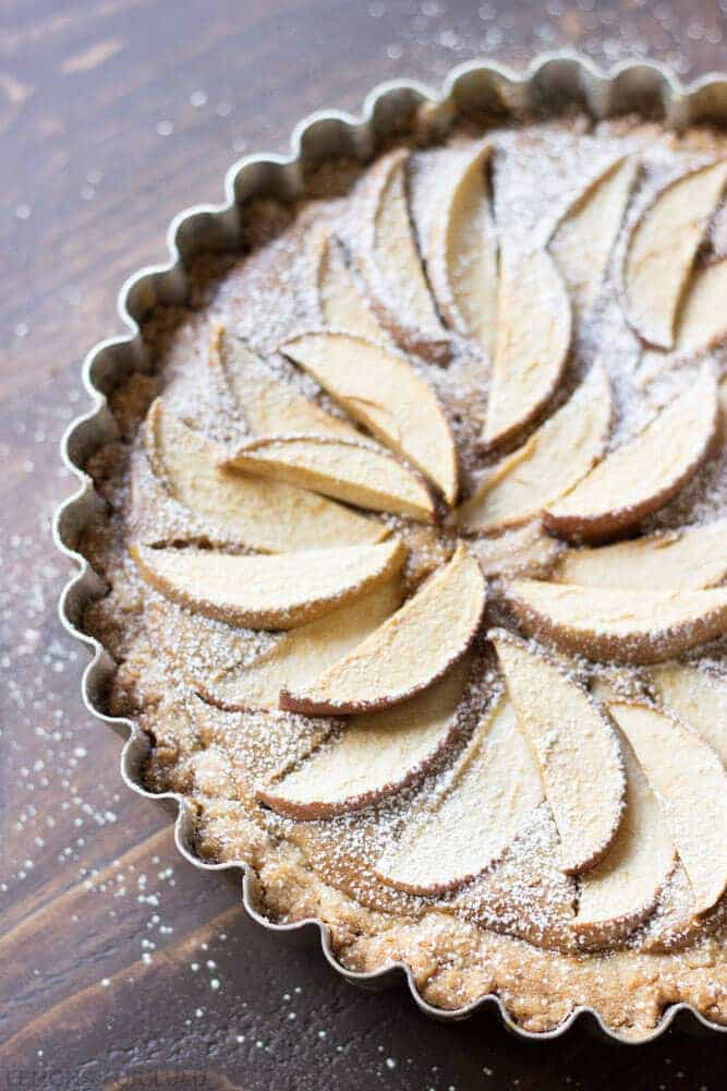 This easy apple tart takes not time to prepare but looks completely impressive! A fool proof crust and a creamy peanut butter filling will have you saying goodbye to traditional apple pie! www.lemonsforlulu.com #WalmartProduce