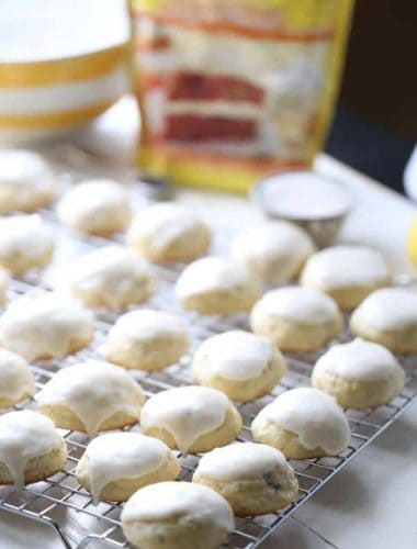These soft sugar cookies are so luscious and tender, they melt in your mouth! They have lots of lemon and poppy seed flavor and the the citrus frosting tops them off! lemonsforlulu.com #SplendaSweeties #SweetSwaps #ad