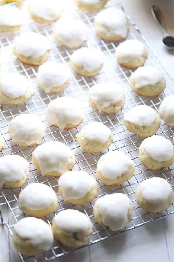 Light sugar cookie recipe with the bright taste of lemon and poppy seeds! lemonsforlulu.com #SweetieSwaps #SplendaSweeties #ad