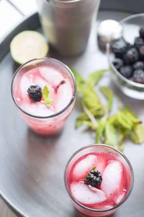 Mojitos made with plump blackberries and fresh mint leaves are simple and absolutely refreshing! lemonsforlulu.com