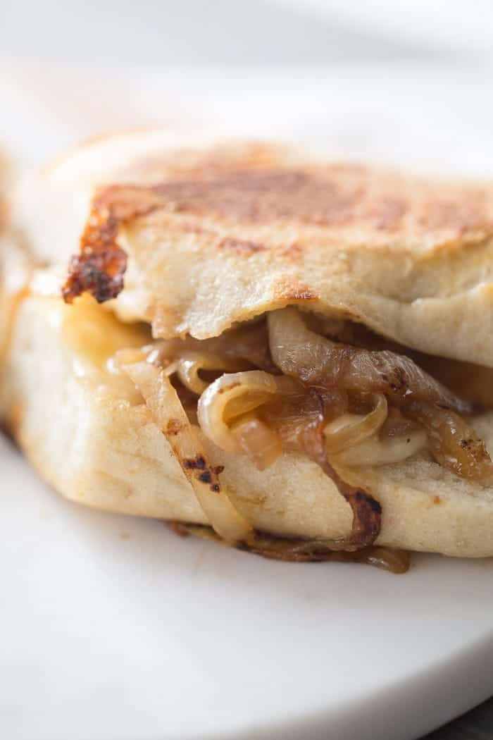 The only thing better than French onion soup is a grilled cheese that tastes just like it! lemonsforlulu.com