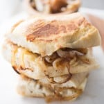 French onion grilled cheese taste like the famous soupl.. but better! lemonsforlulu.com