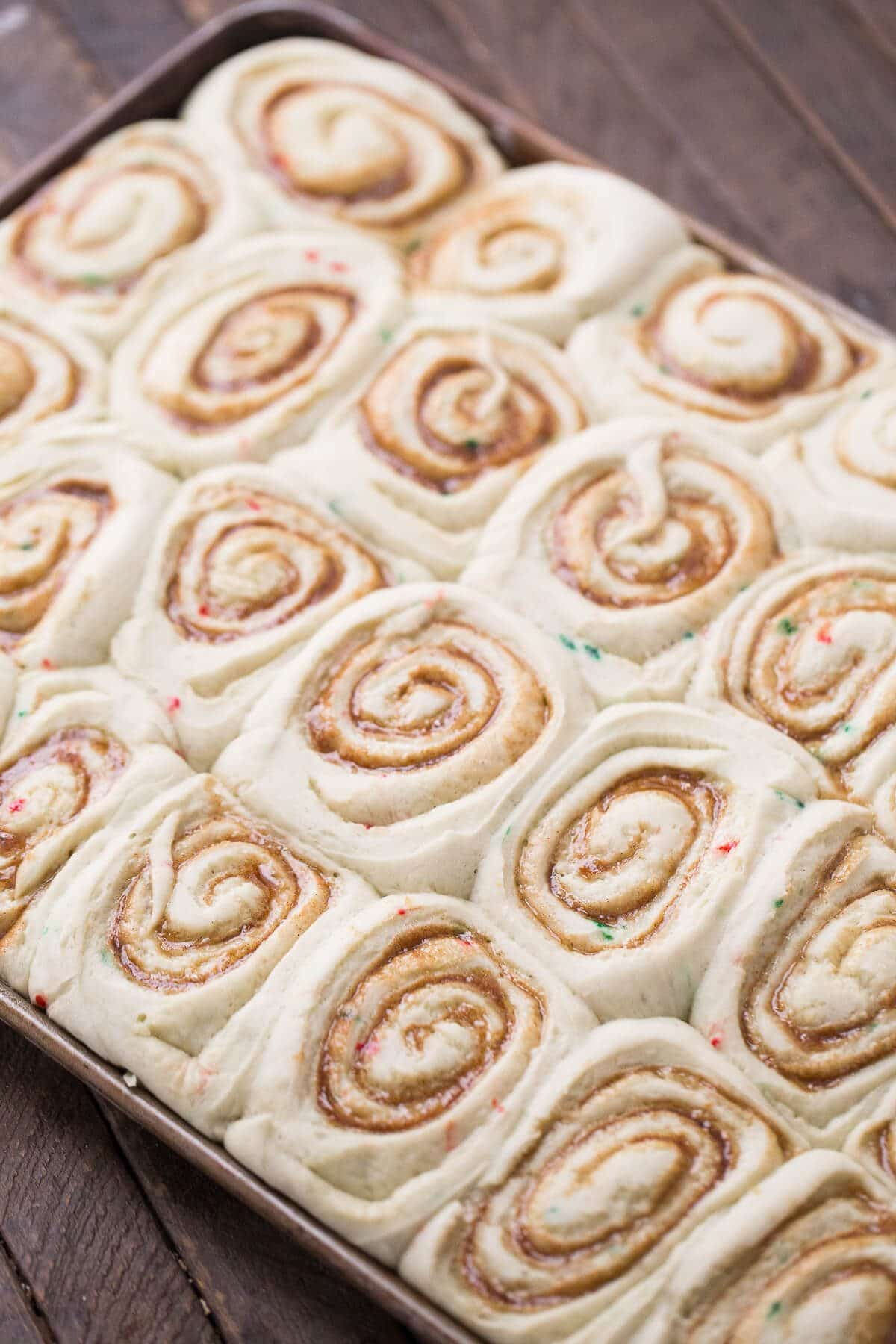 Cinnamon rolls are always such a treat! Make these cake mix cinnamon rolls when you really to take breakfast to a whole new level!