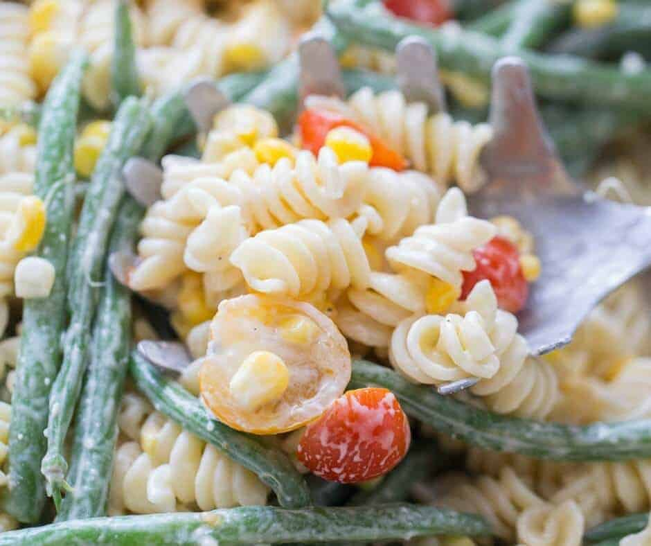 This vegetable pasta salad is perfect for your summer gatherings!