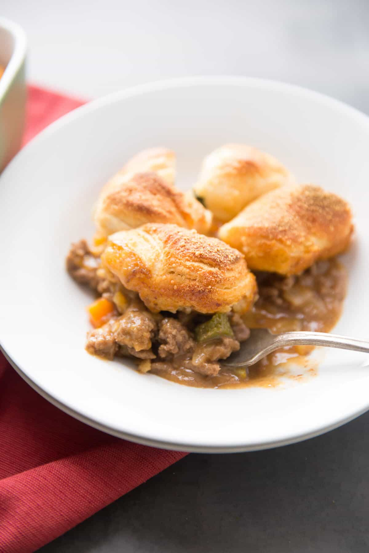 Love cheeseburgers? Then you will be over the moon about this cheeseburger pot pie!
