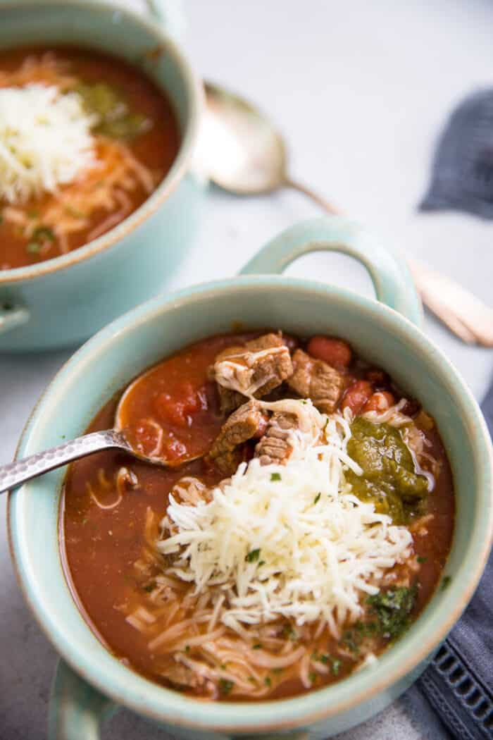 slow cooker chili with spoon