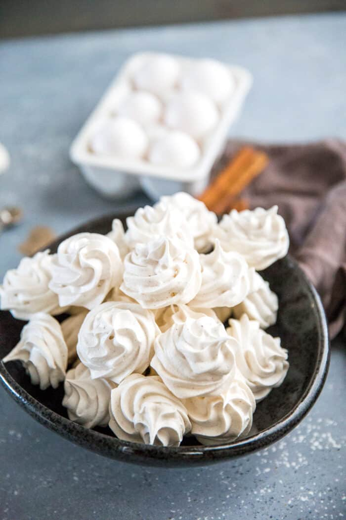 chai meringue cookies