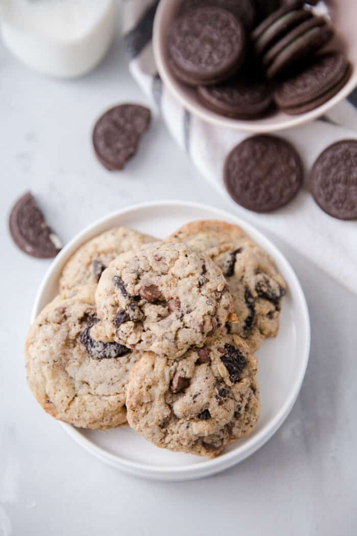 cookies and cream cookies on in a pile on a plate