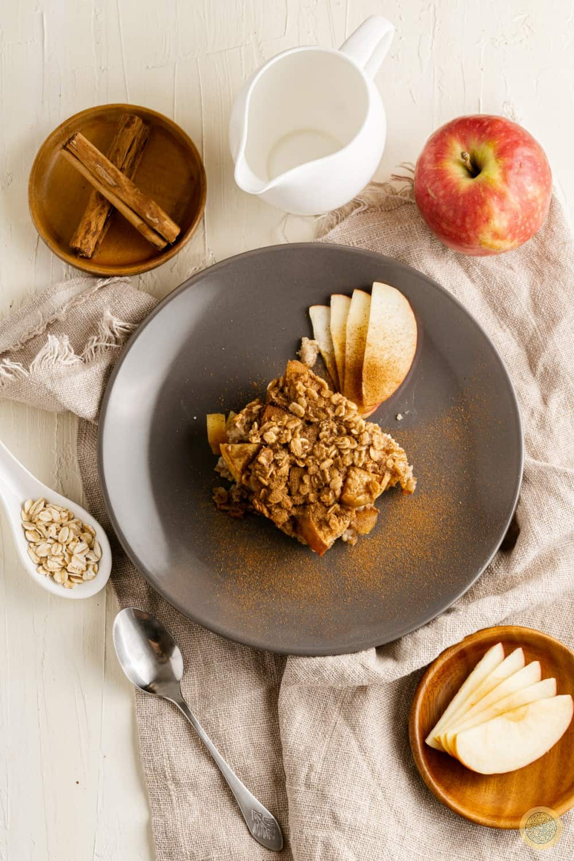 Apple cinnamon-baked oatmeal