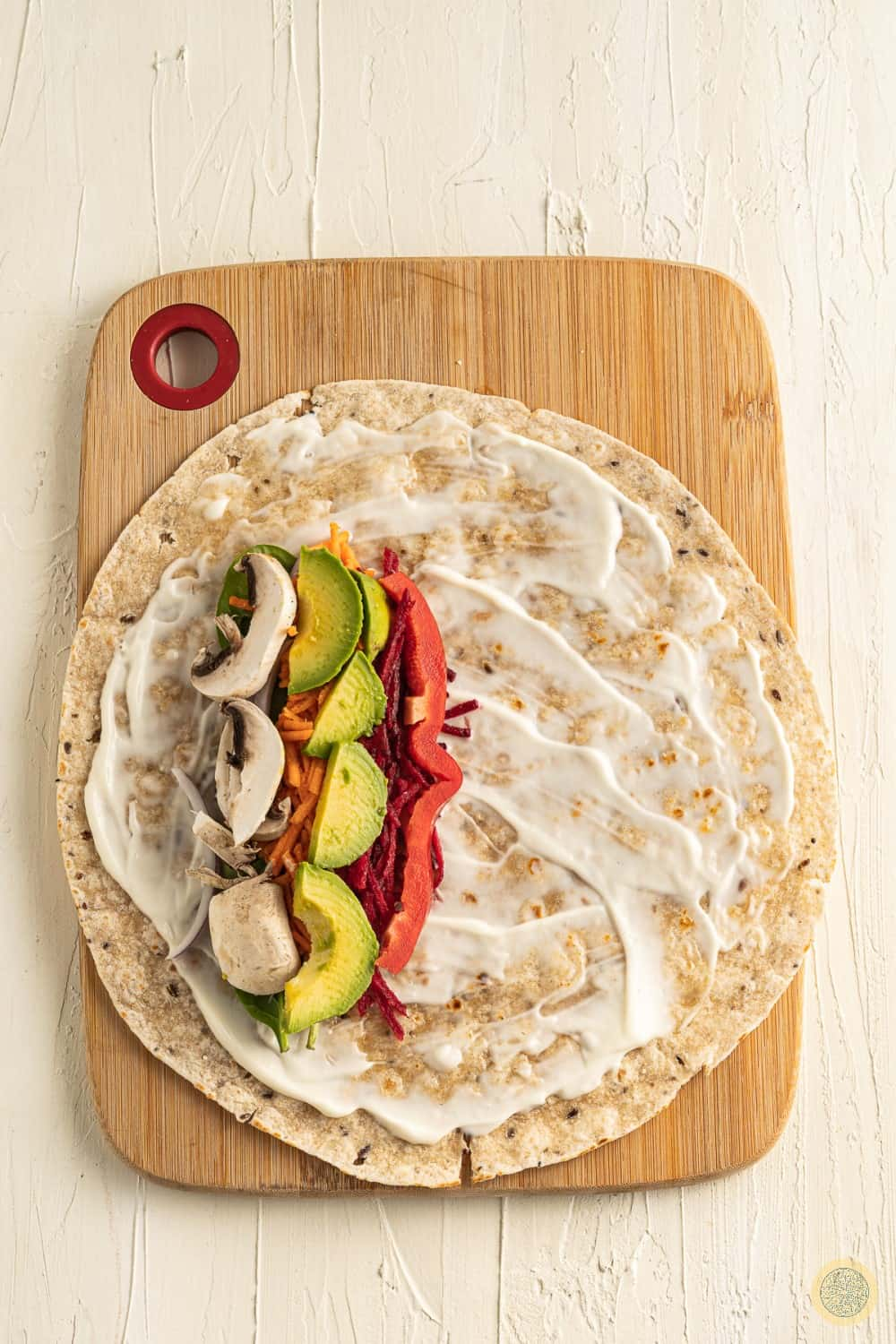 Add the ingredients on the tortilla