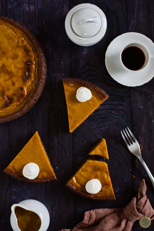 Delicious Salted Caramel Pumpkin Pie
