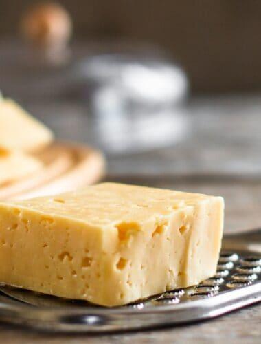 What does Gruyère cheese taste like?